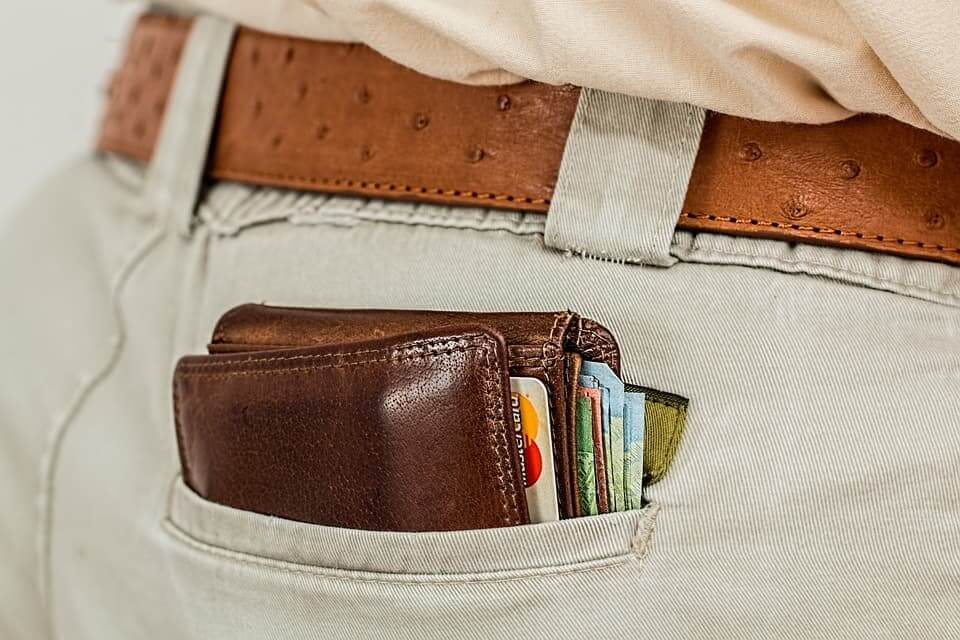 How To Keep Your Wallet Safe While Traveling (Tips For 2019)